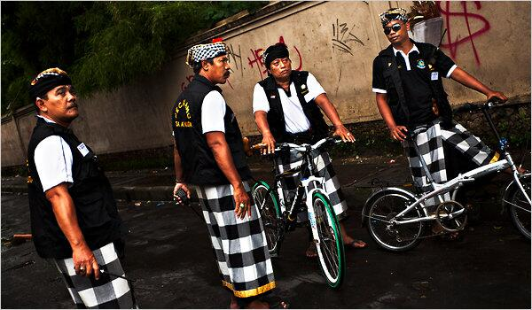Traditional Security police photo by by http://www.thejakartapost.com