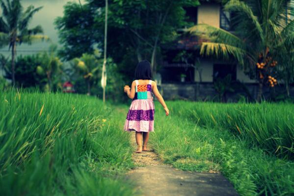 kid in ricefield photo by @deletia