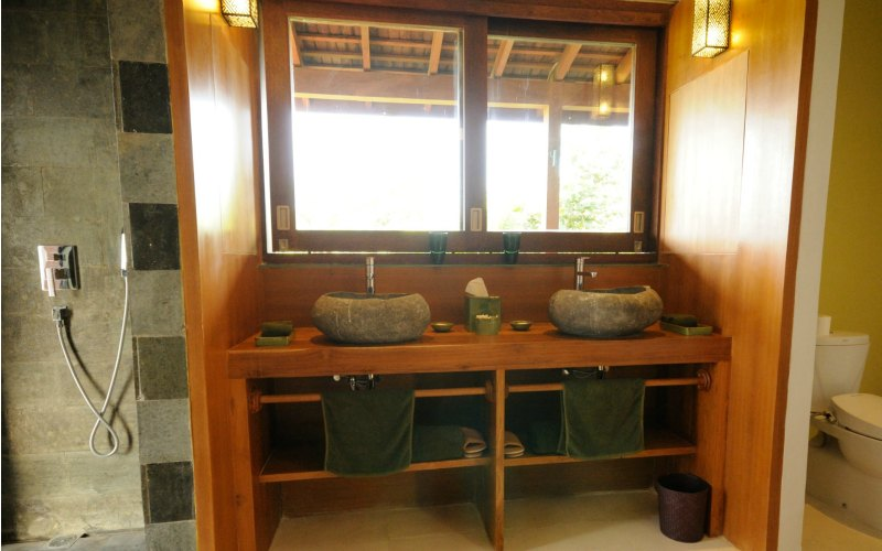 Bulung-Daya-int-deco-guest-bedroom_bathroom