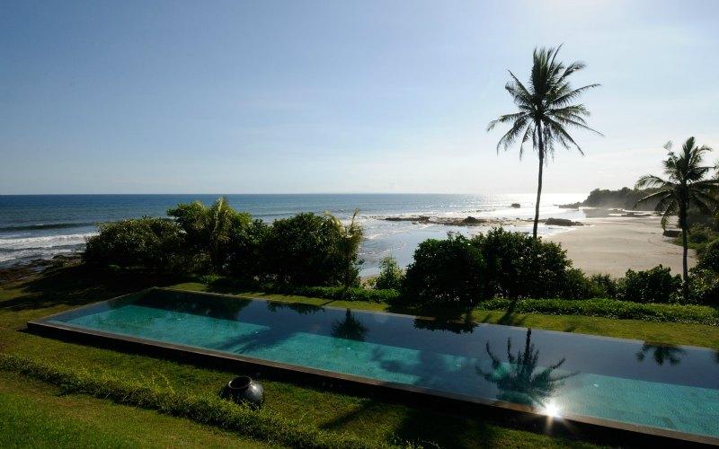 Bulung Daya pool and beach