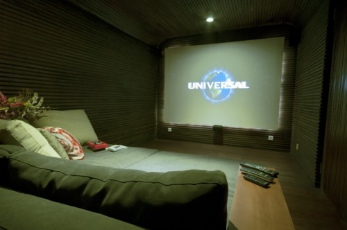 SmallBulung-Daya-int-deco-cinema-room-1