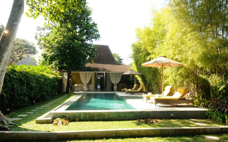 Villa_bali_with garden_and_pool