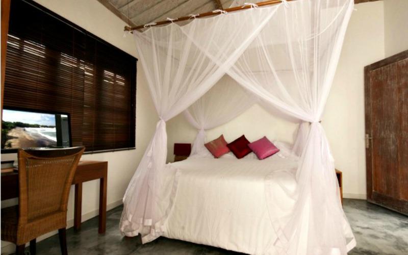 villa-adagian-umalas-bali-bedroom-air-conditionning-with-computer