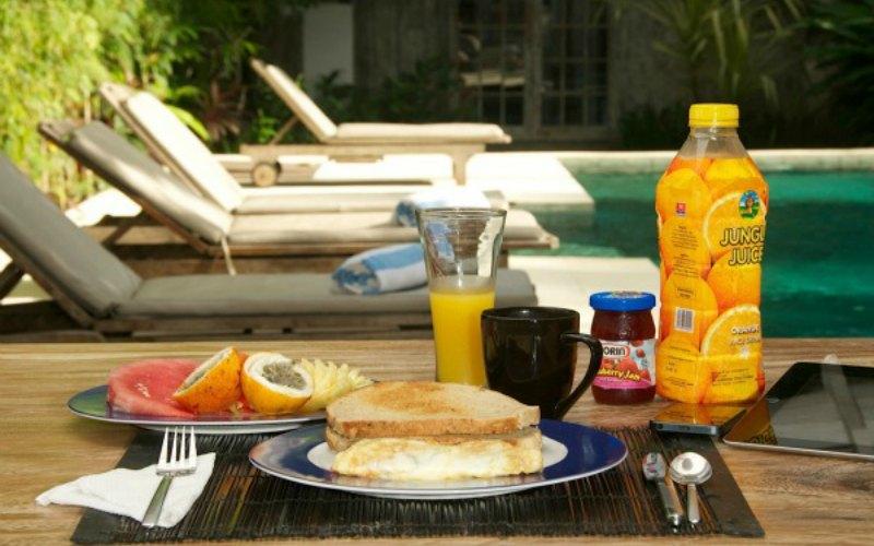 villa-adagian-umalas-bali-breakfast_by_the_pool
