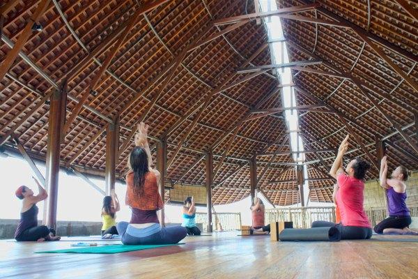 Bali-retreat-yoga-class_floatingleaf