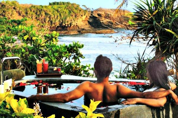Bulung_Daya_lava-hot-tub