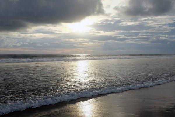 Madewi_beach_bali