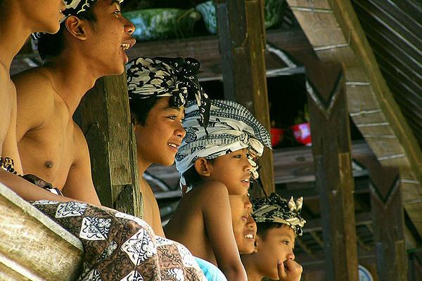 Expression of Joy, onlookers at the Perang pandan | © Riza Nugraha/Flickr