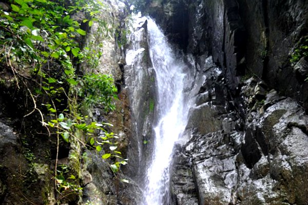 blahmantung waterfall_bali