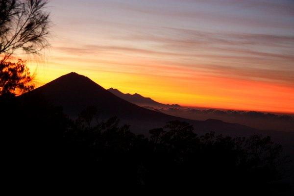 mount_batukaru_bali_sunset