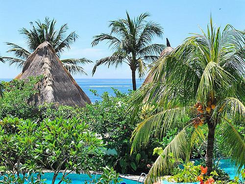 Pool & Beach in Nusa Dua Bali   © Donald Man/Flickr