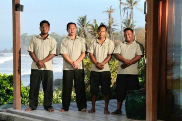 Bulung-Daya-villa-staff1